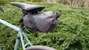 bikepacking mała torba podsiodłowa